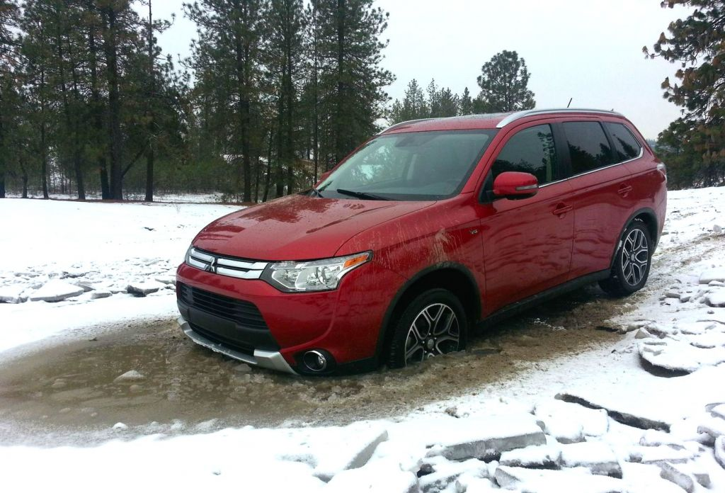 Snowy Off-Road Review: 2015 Mitsubishi Outlander on Everyman