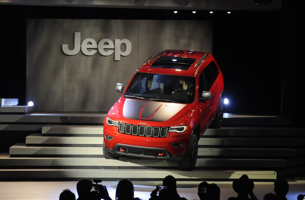 Grand Cherokee Trailhawk And Summit Models At The New York - Summit car show