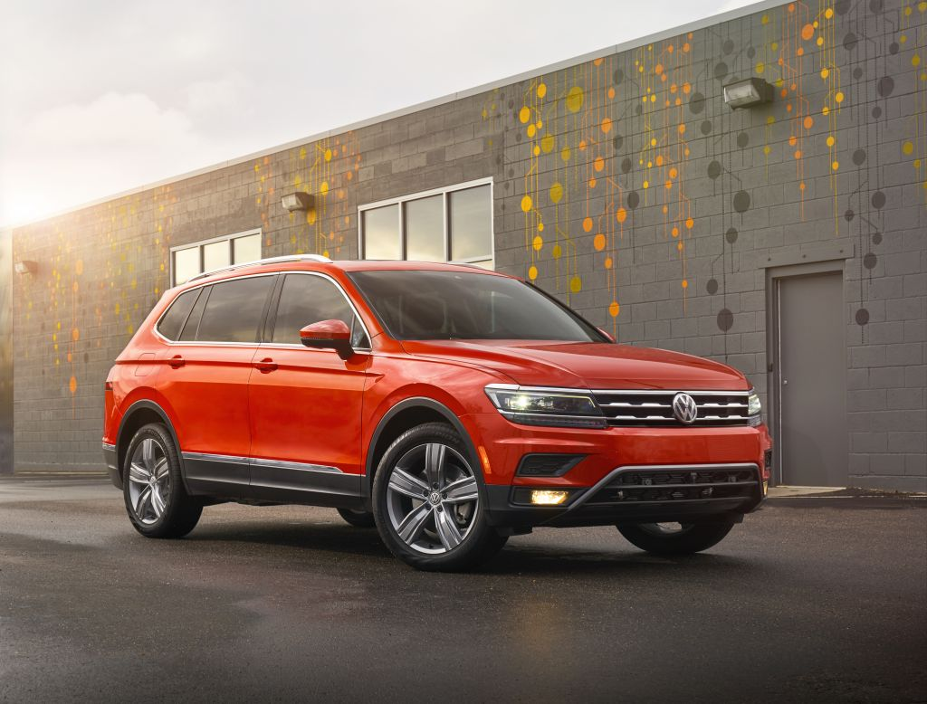Built Off Of Volkswagen S Award Winning Mqb Architecture The 2018 Tiguan Features A More Modern Design With Bold Lines Wider Stance