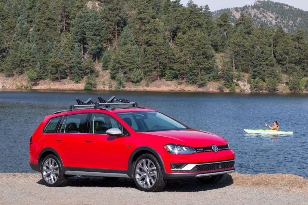 The Golf Alltrack Eagerly Awaited Derivative Of Sportwagen Marries That Vehicle S Practicality And Fun To Drive Nature With Capabilities