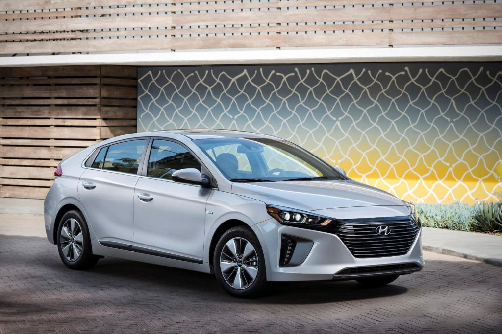 Hyundai Has Added The 2018 Plug In Hybrid Model To Its Por Ioniq Line Up For Year Along With New Features And Electric